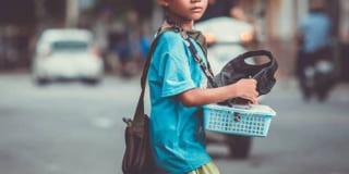 Cậu bé bán vé số và câu chuyện về lòng tử tế