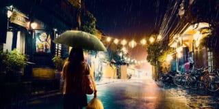 Em độc hành về phố ấy mưa rơi