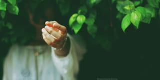 Hãy ở lại và nắm tay em